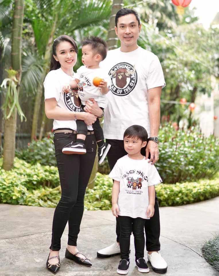 Sandra Dewi Family Photo