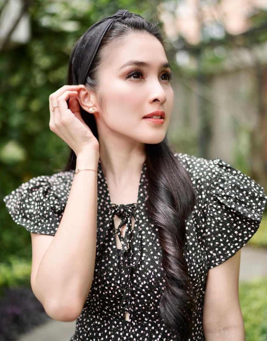 Sandra Dewi HD Hot Photos