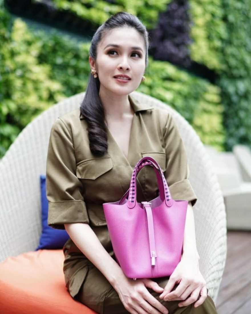 Sandra Dewi HD Image