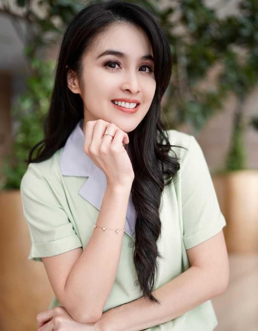 Sandra Dewi HD Photo 2