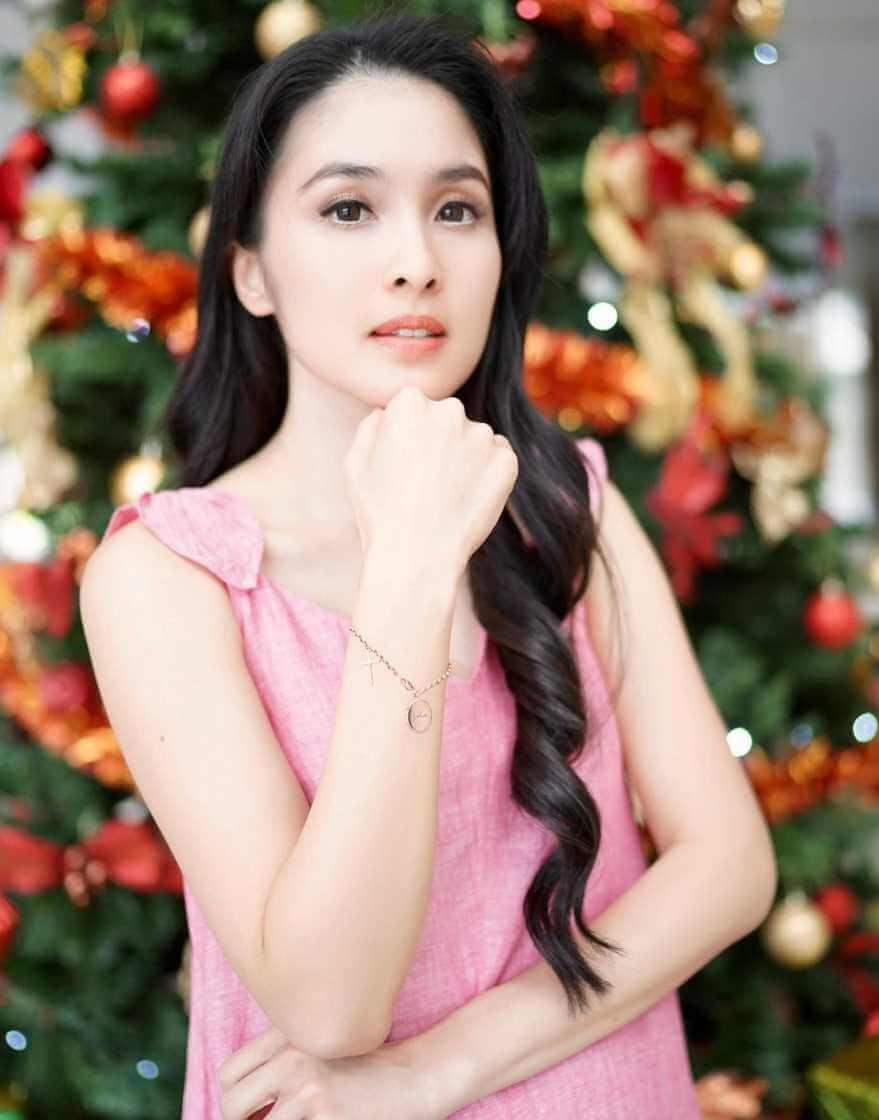Sandra Dewi HD Photo