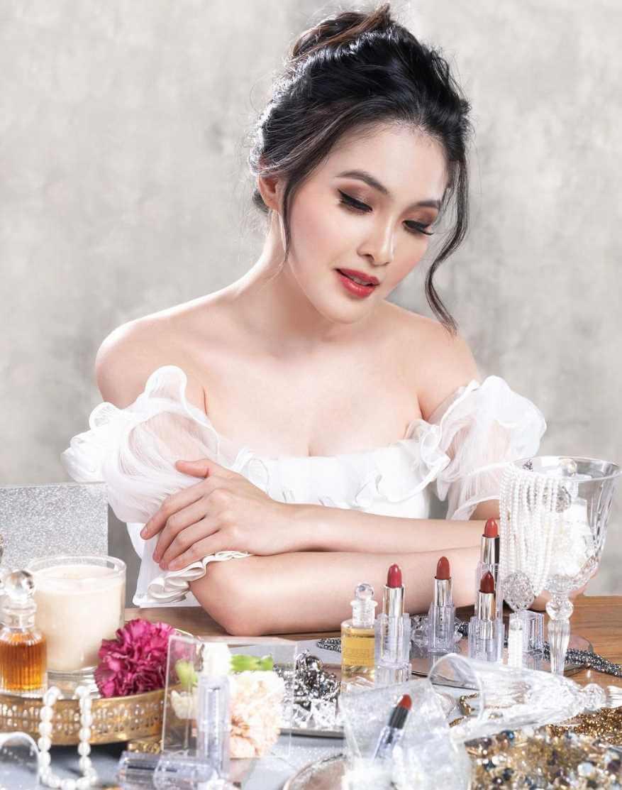 Sandra Dewi HD Pic