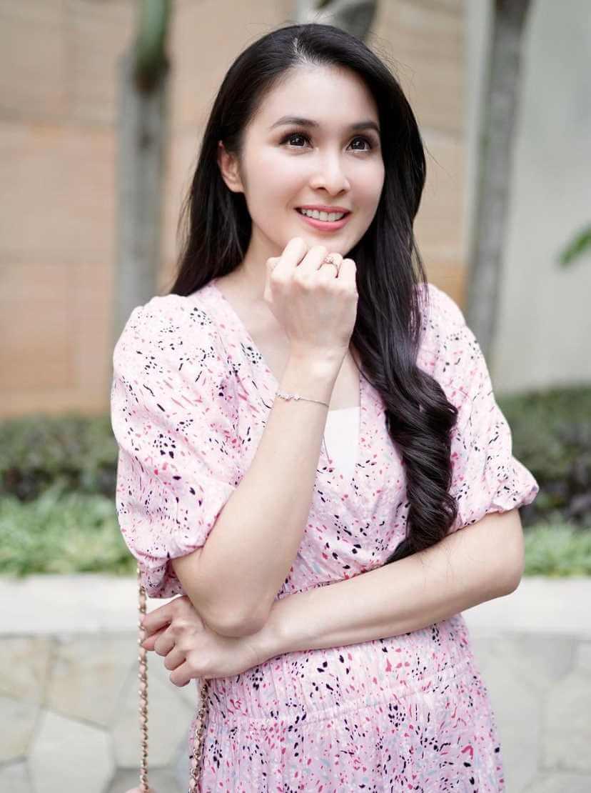 Sandra Dewi HD Picture