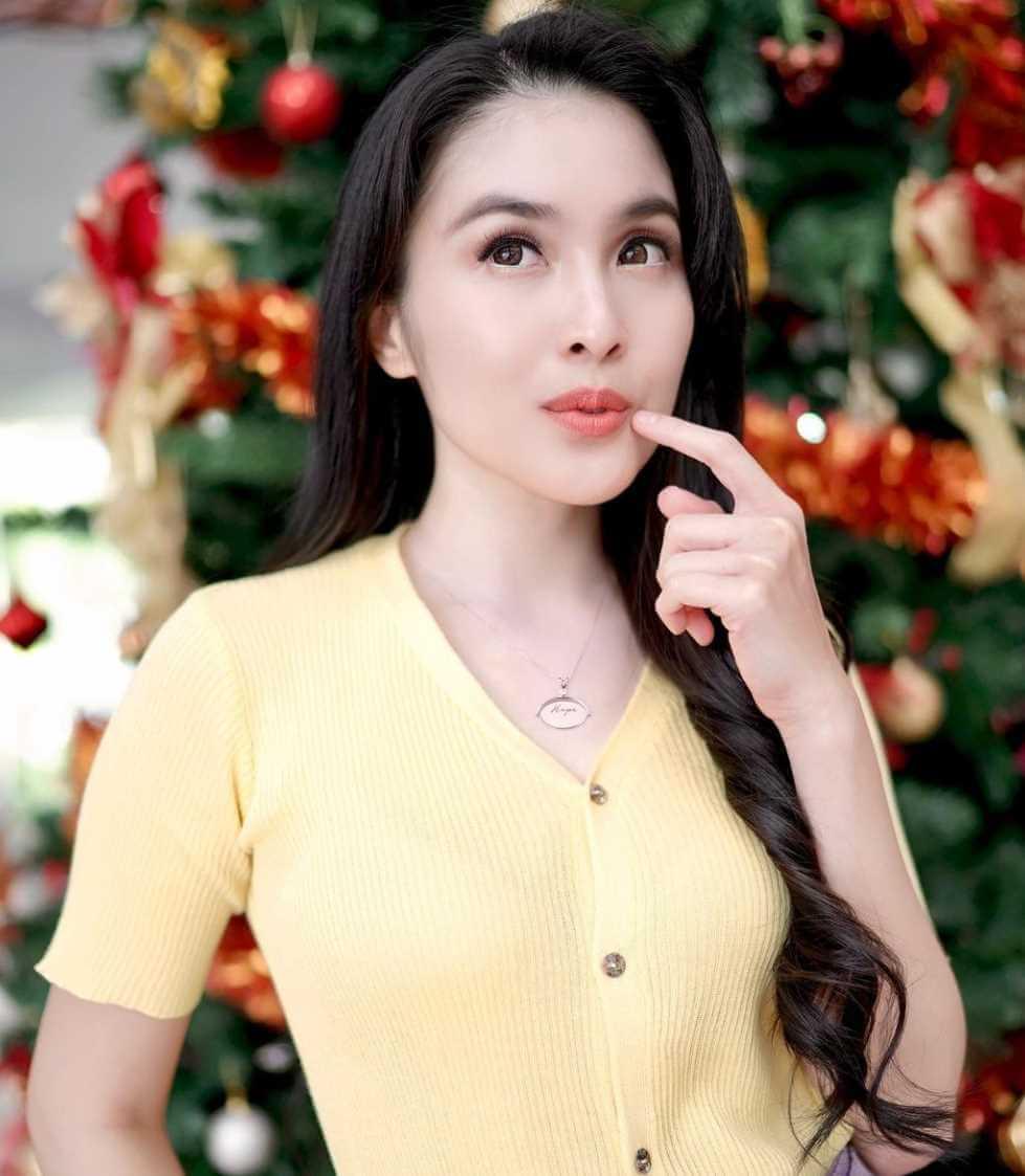 Sandra Dewi HD Wallpaper