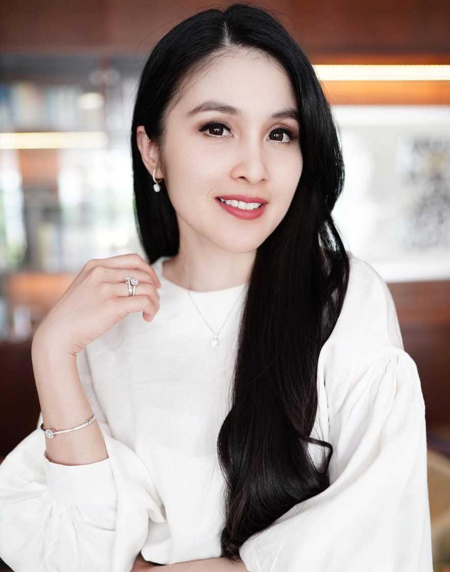 Sandra Dewi Hot Photo