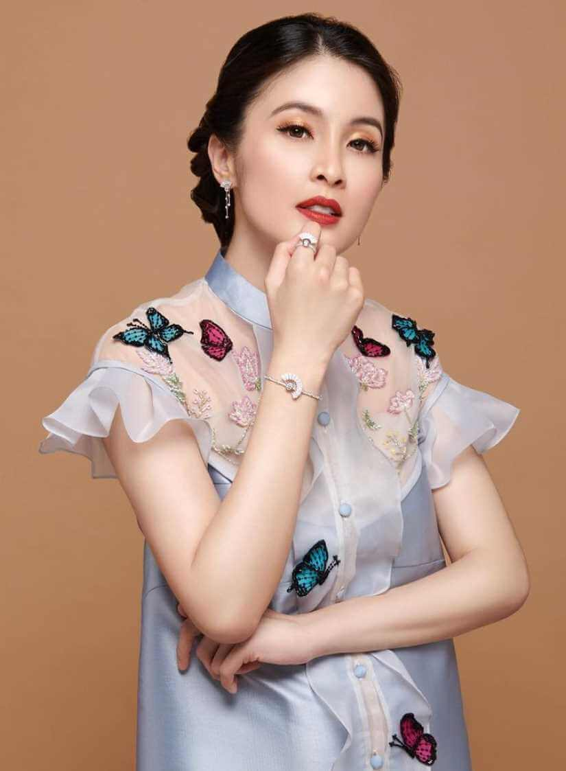Sandra Dewi Images