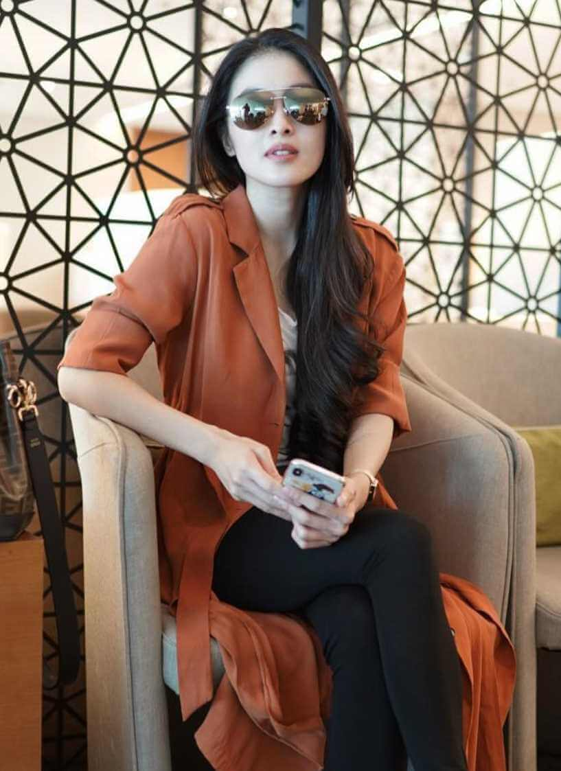 Sandra Dewi New Sunglass Style Pic