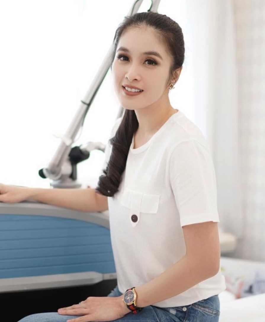 Sandra Dewi New  T-Shirt Pic
