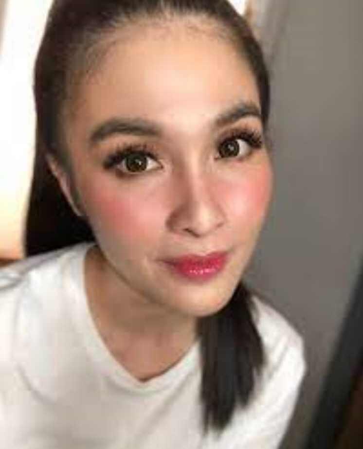Sandra Dewi Old Selfie