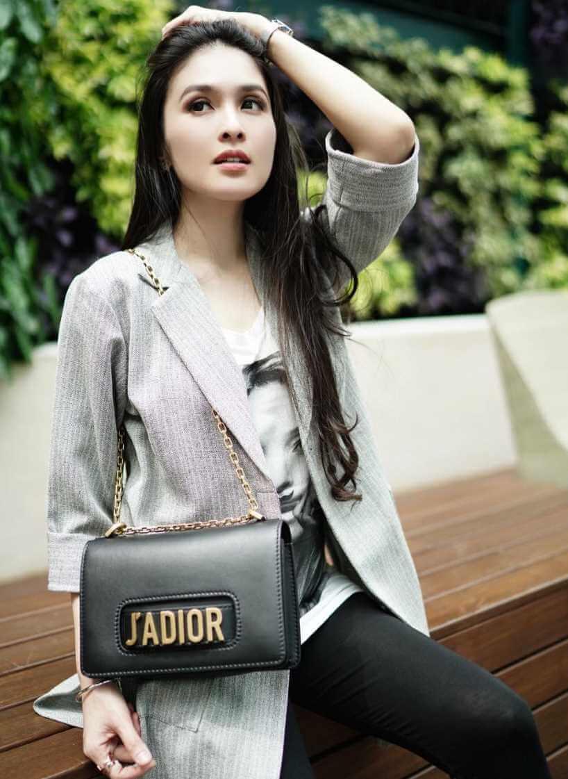 Sandra Dewi Photo 3