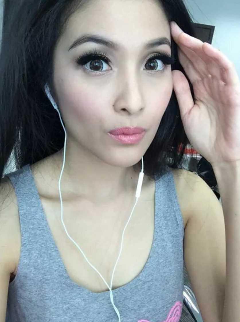 Sandra Dewi Selfie 2