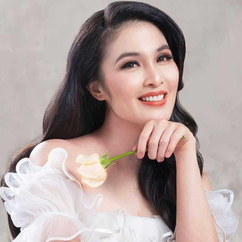 Sandra Dewi Selfie Pic