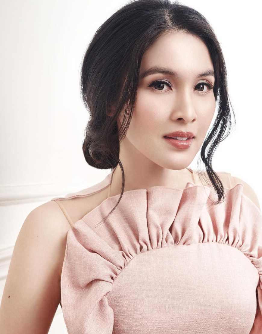 Sandra Dewi Selfie Picture