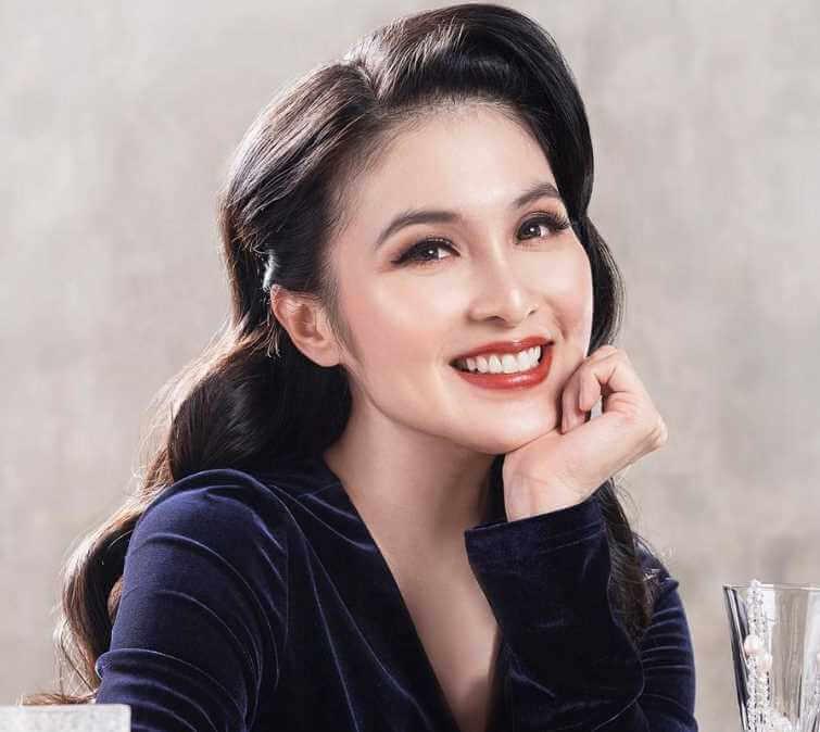Sandra Dewi Selfie