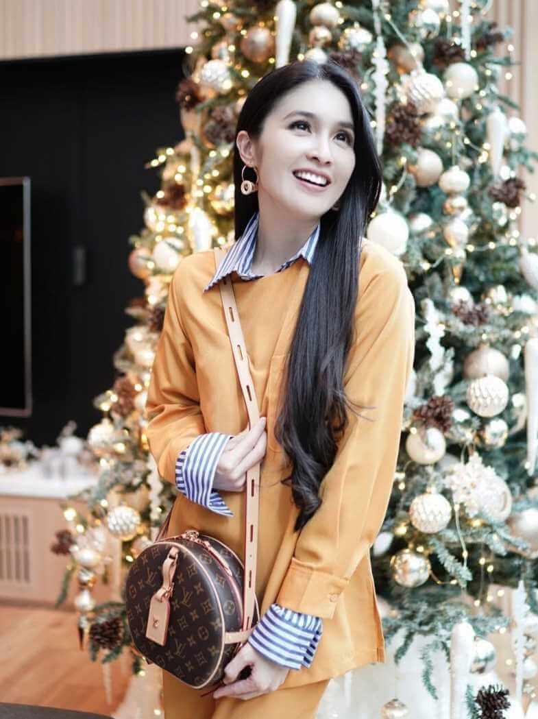 Sandra Dewi Style pic 2021