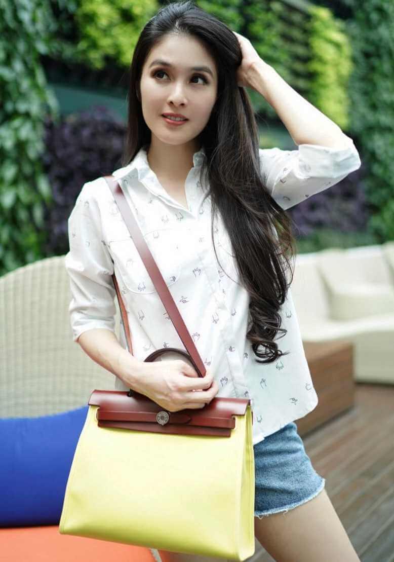 Sandra Dewi Styles Photos