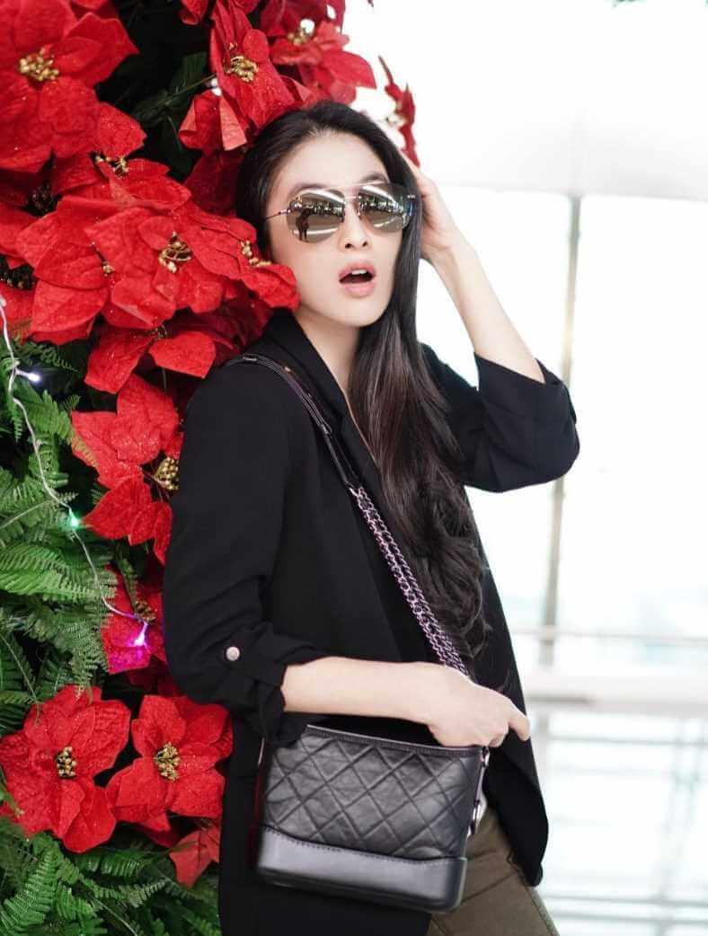 Sandra Dewi Sunglass New Photo