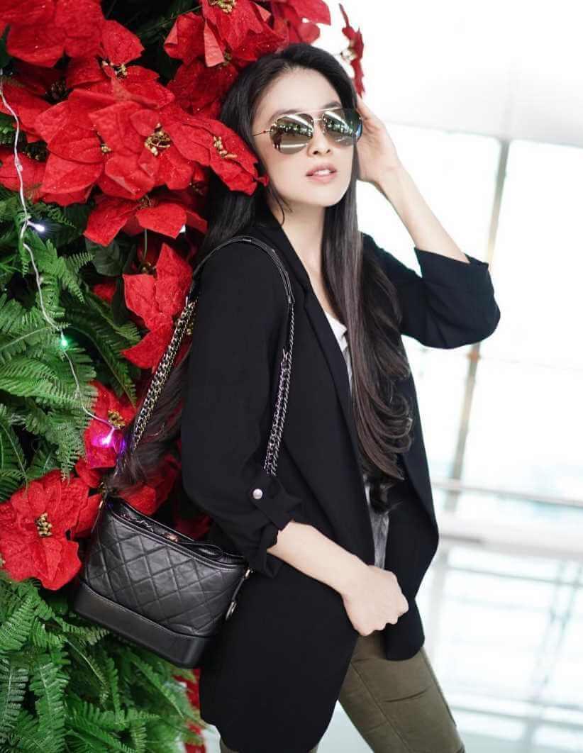 Sandra Dewi Sunglass New Pic