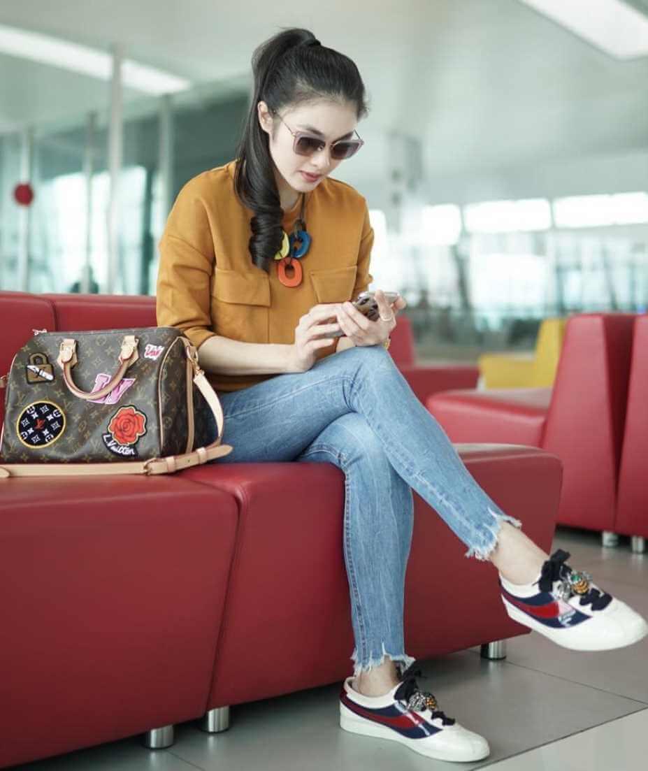 Sandra Dewi Sunglass Styles Photo