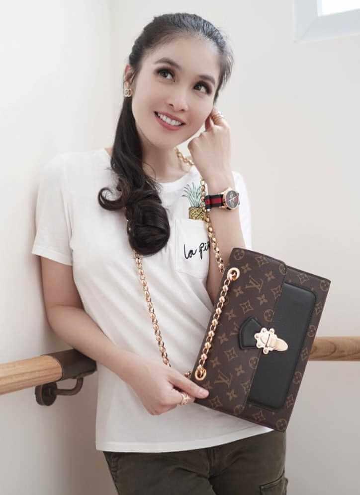 Sandra Dewi T-Shirt Image