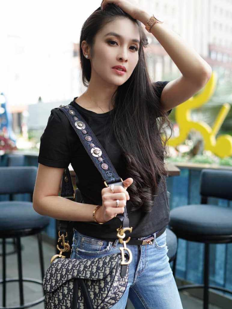 Sandra Dewi T-Shirt  Images