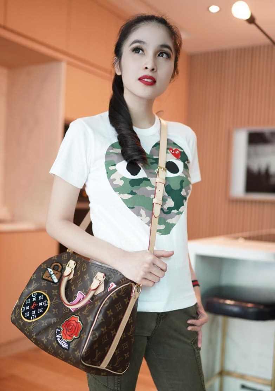 Sandra Dewi T-Shirt Photo 5