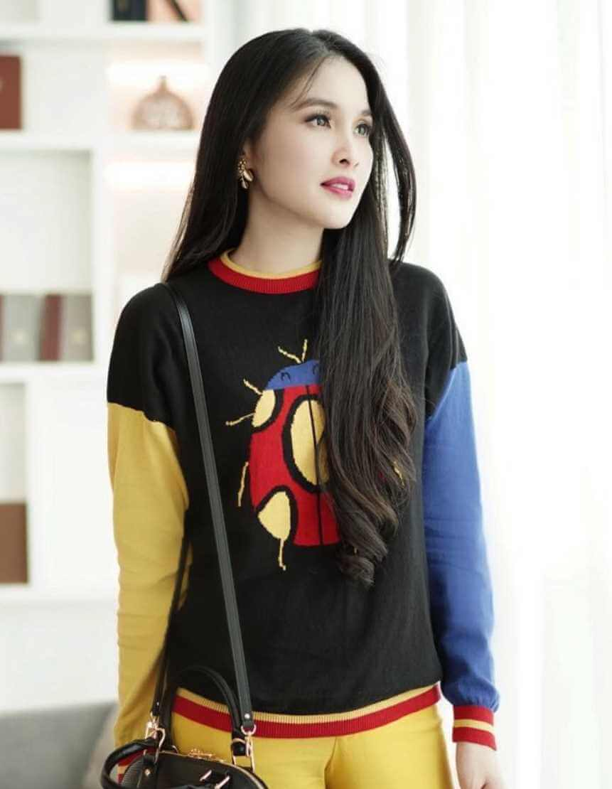 Sandra Dewi T-Shirt Photo 7