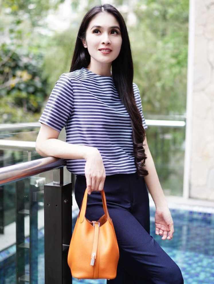 Sandra Dewi T-Shirt Photo 8