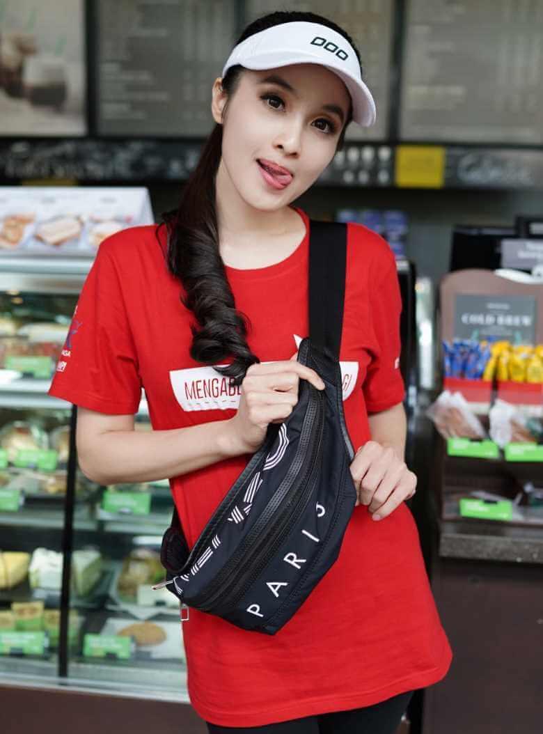 Sandra Dewi T-Shirt Photo