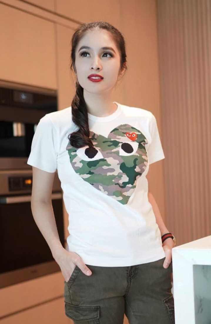 Sandra Dewi T-Shirt Pic
