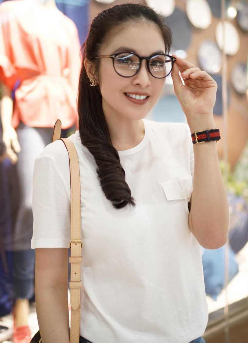 Sandra Dewi T-Shirt Picture