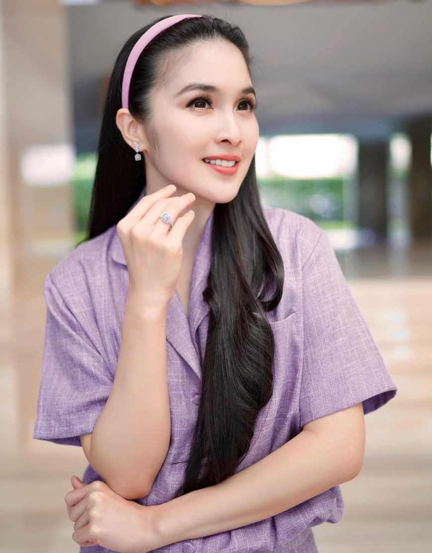 Sandra Dewi Virral Photos