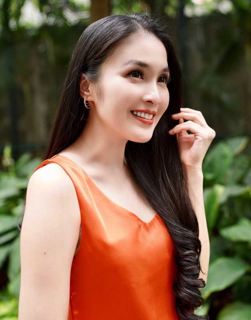 Sandra Dewi Wallpaper