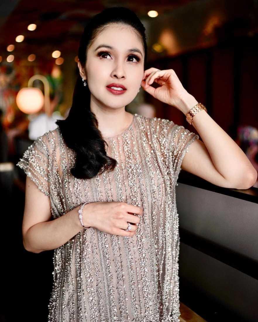 Sandra Dewi Wallpapers