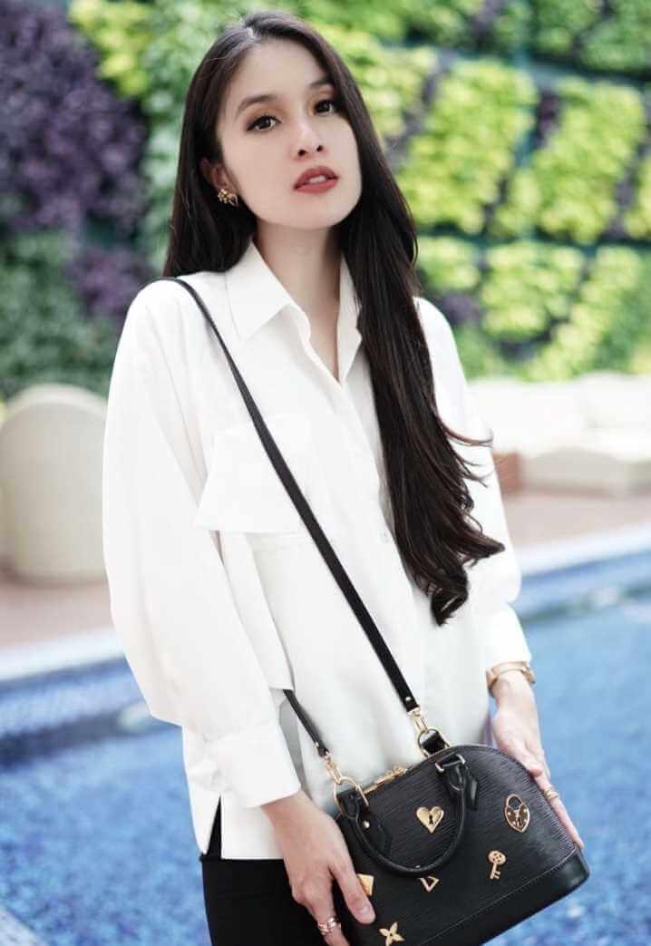 Sandra Dewi White Shirt Photo