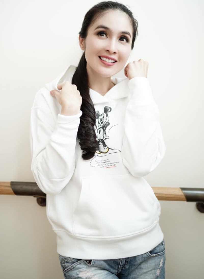 Sandra Dewi White T-Shirt Photo