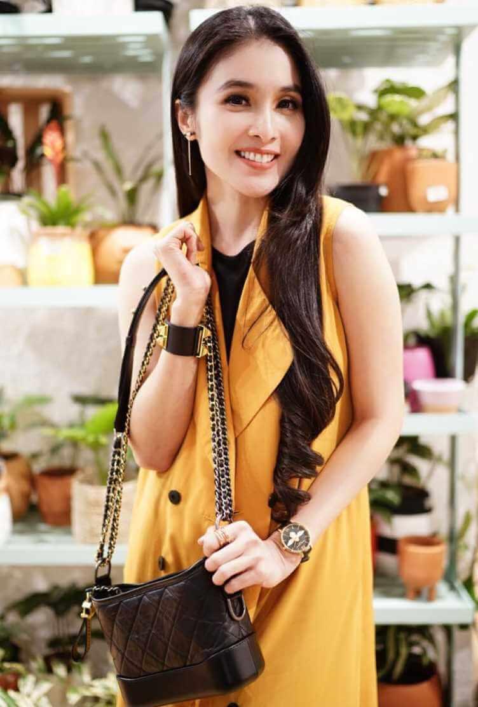 Sandra Dewi Yellow Dress Photo