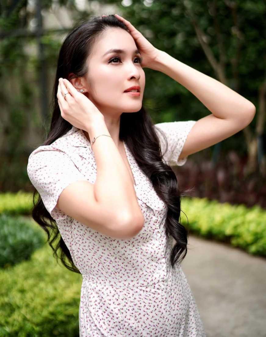 Sandra Dewi hot Photos