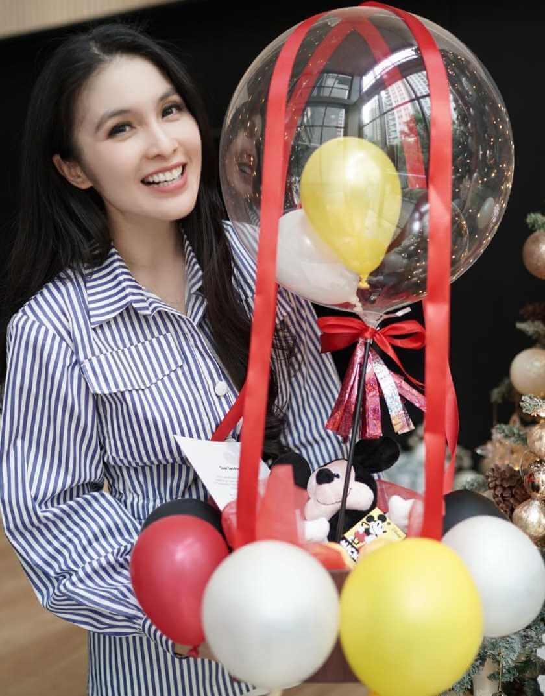 Sandra Dewi special photos