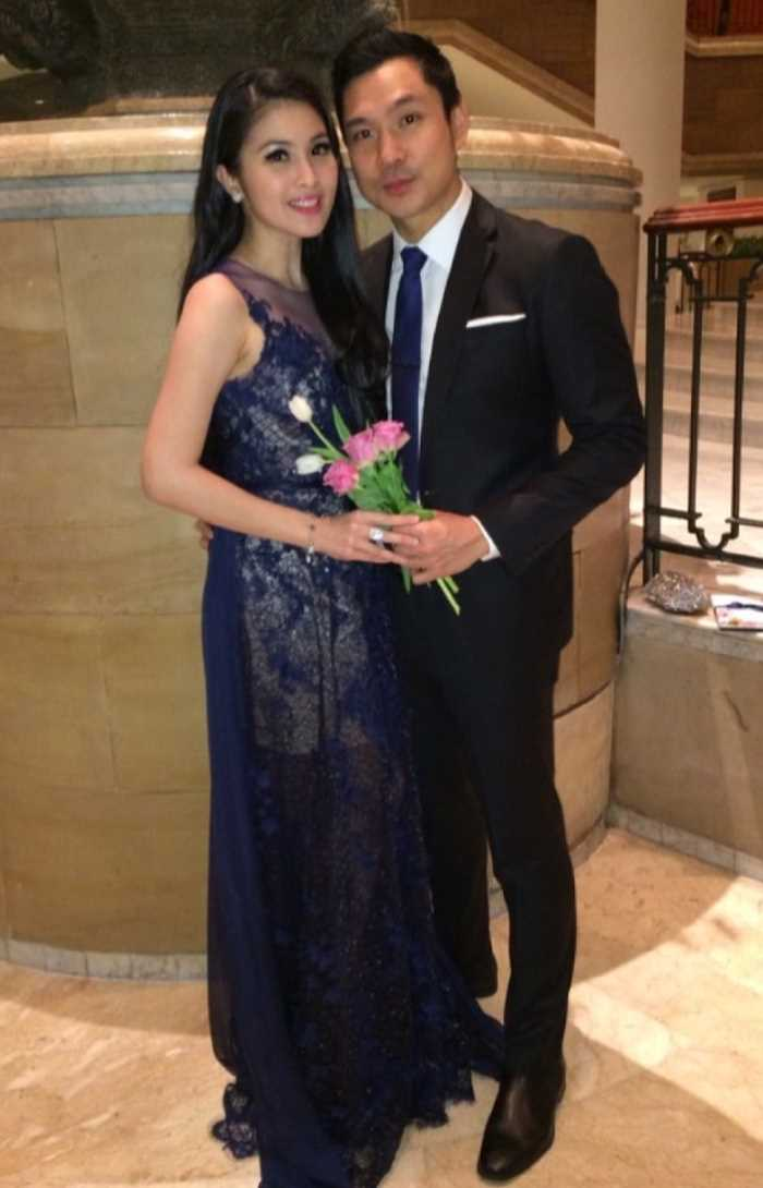 Sandra Dewi with Harvey Moeis Image