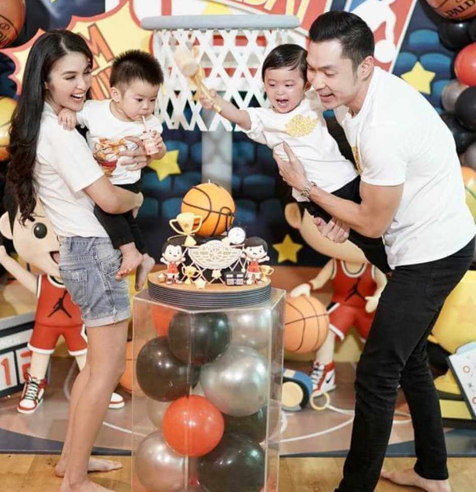 Sandra Dewi with her Sons birthday Pic