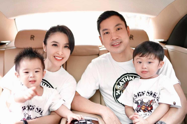 Sandra Dewi with her husband & Children's Photo