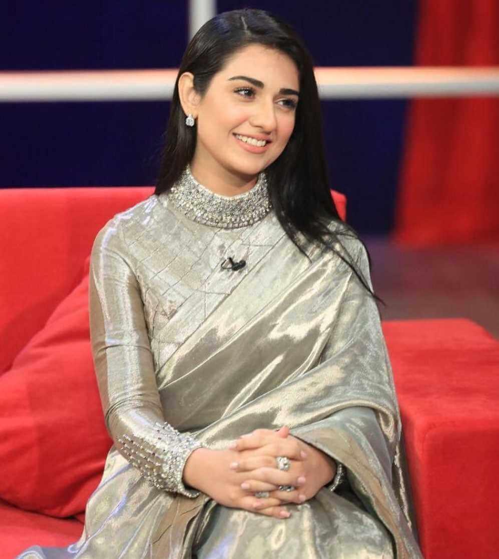 Sarah Khan Saree Pic