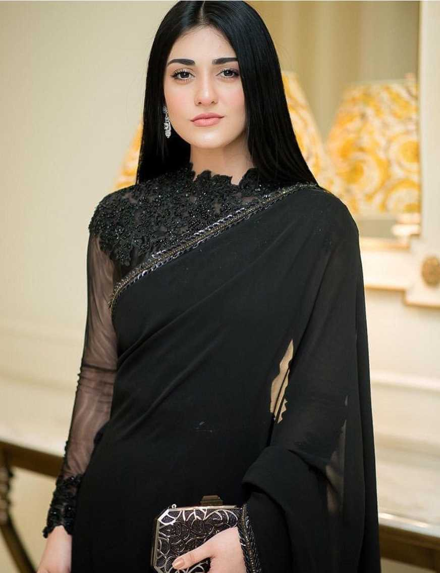 Sarah Khan Saree Pics