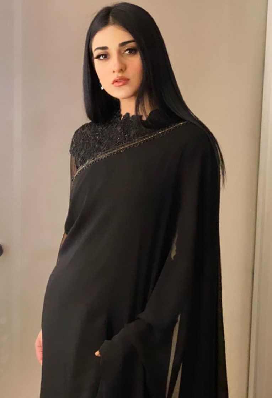 Sarah Khan Black Saree Photo