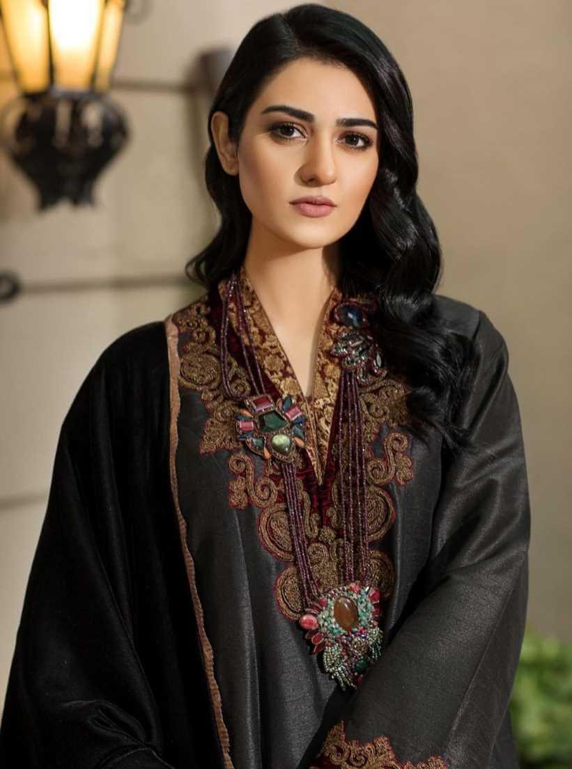 Sarah Khan Black Salwar Kameez Photo