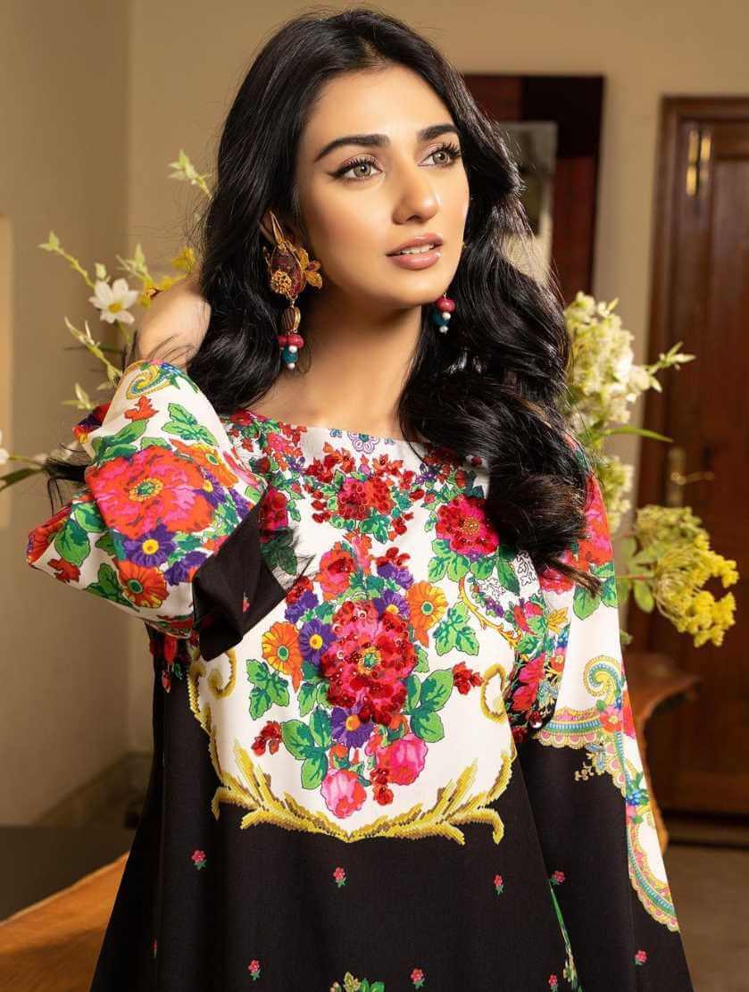 Sarah Khan HD Photo 10