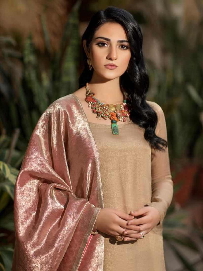 Sarah Khan HD Photo 4