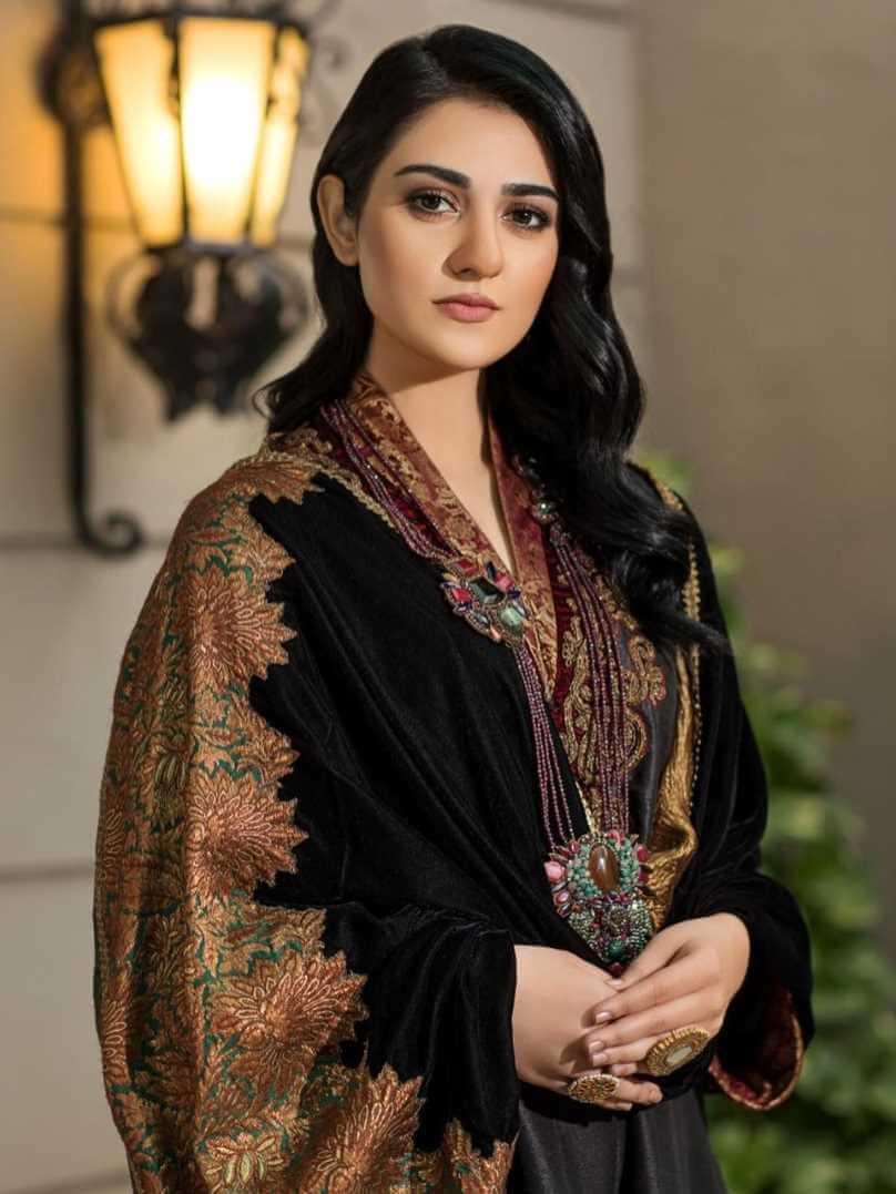 Sarah Khan HD Photo 5