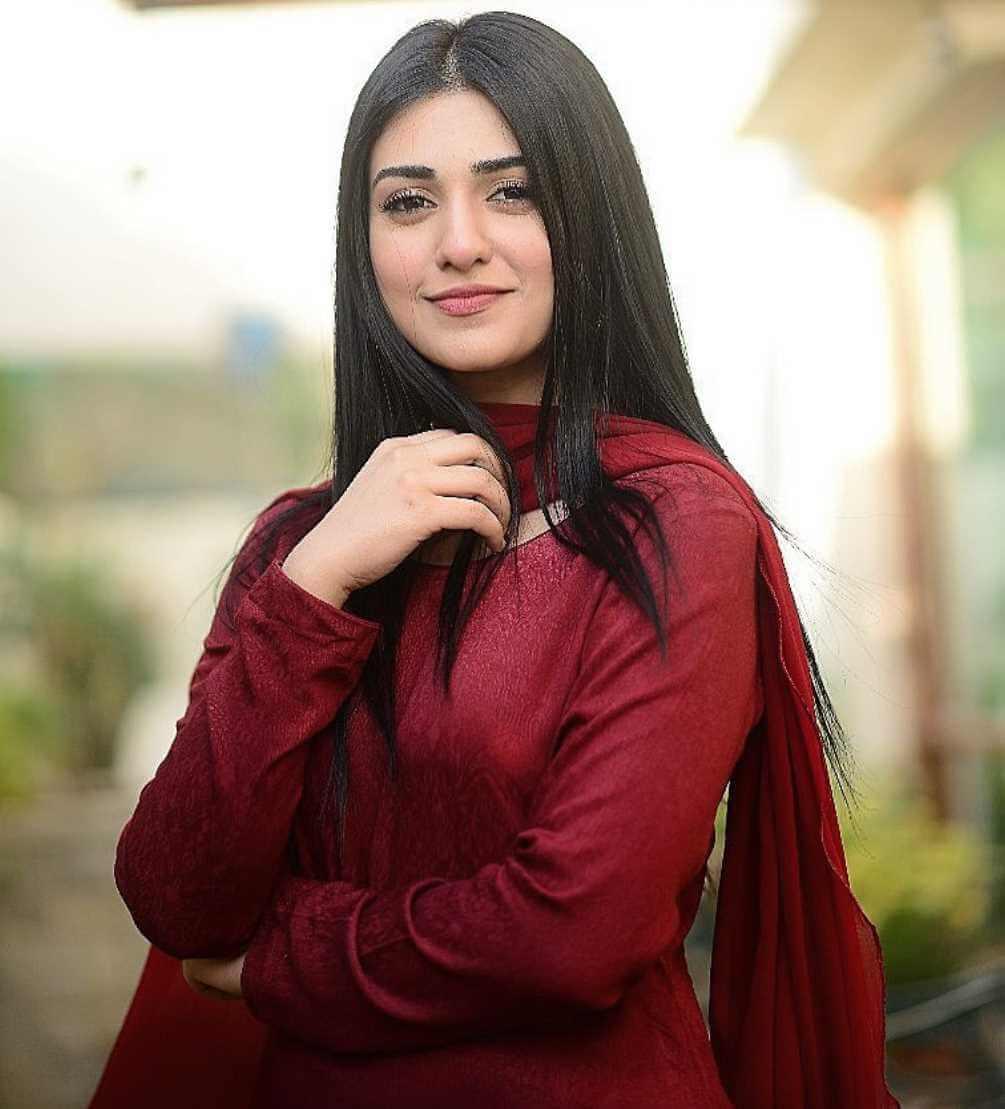Sarah Khan HD Photo 6